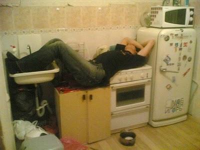Tu mēģini pagatavot vakariņas... Autors: Verbatim 15 pazīmes, ka esi pārdzēries