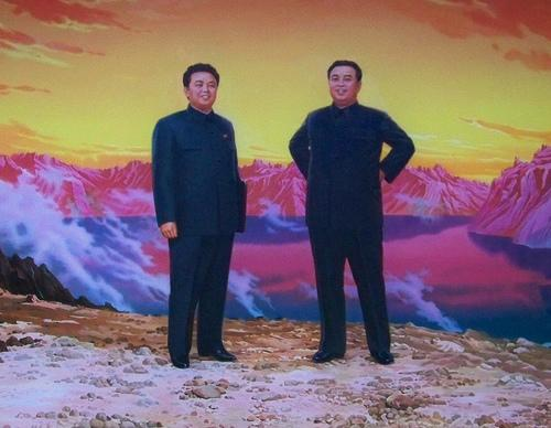 Kim Yong Il ar tēvu Kim Sung... Autors: Spocenite Ziemeļkoreja. Šokējoši fakti! (Papildināts-nemieri)