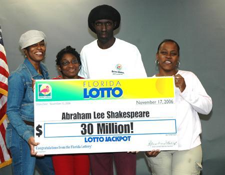 quotlaimīgaisquot loterijas... Autors: ladetta vinnē 17 miljonus $ un tiek nogalināts