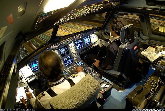 Airbus A320211 Autors: YOSLOWAG Aviācijas vadības paneļi.