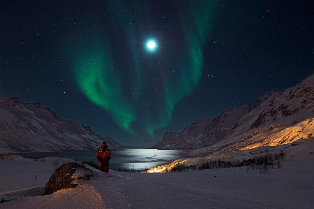 Foto ir redzams pats fotogrāfs... Autors: KingOfTheSpokiLand Ziemeļblāzma Norvēģijā!