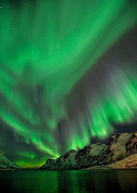 Tā pati nakts pie Ersfjord Autors: KingOfTheSpokiLand Ziemeļblāzma Norvēģijā!
