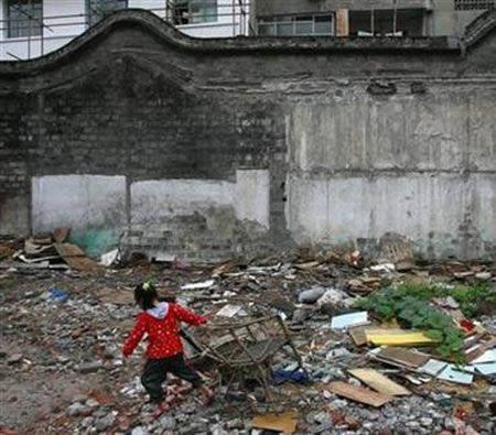 Aptuveni 200 000 000 ķīniešu... Autors: Fosilija Šokējošā Ķīna