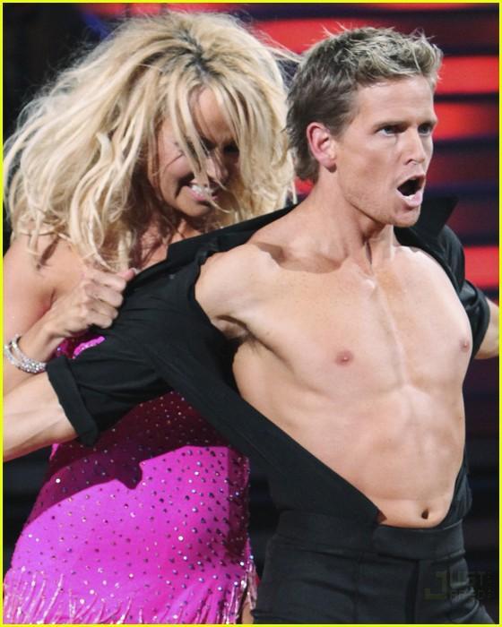 Pamela Anderson Autors: mjaau Dejo ar Zvaigzni!