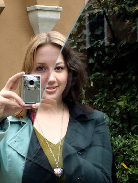 Kreisajā pusē ir spogulis un... Autors: DS123 15 foršas bildes, kas nav pārveidotas  fotošopā.