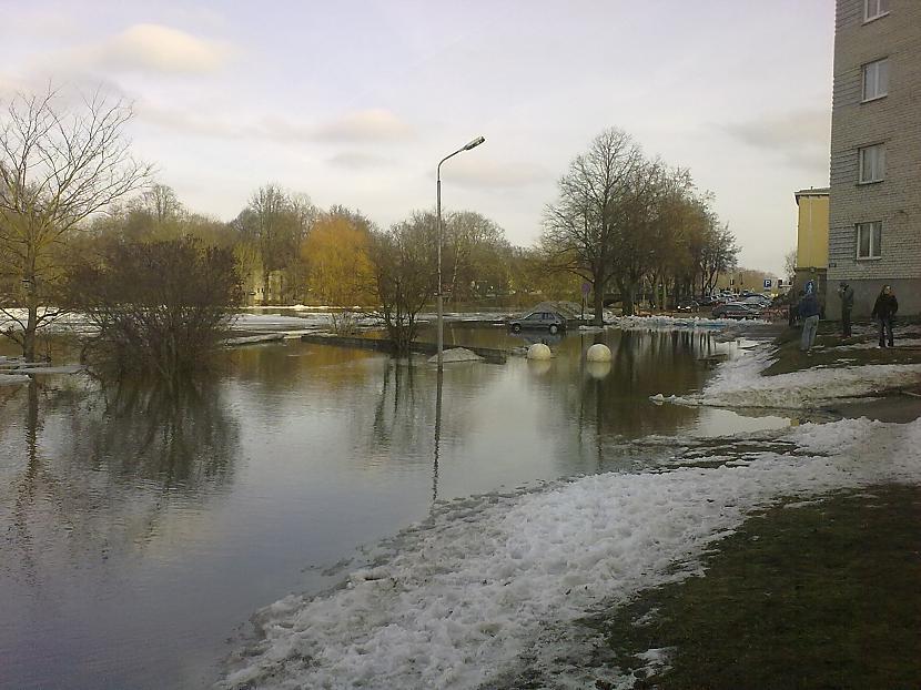 Pāris metri un jau dzīvojamās... Autors: ruudza6 Jelgava turpina applūst