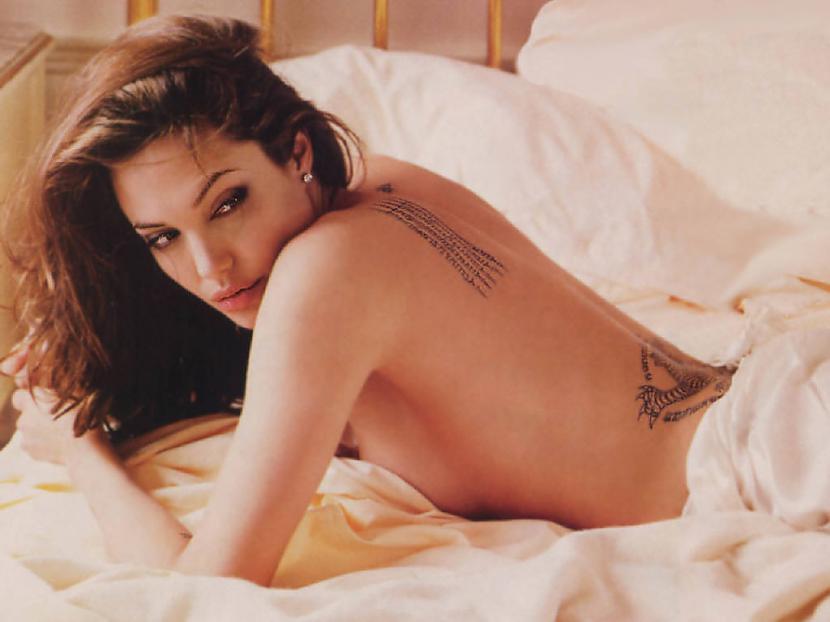 Angelina Jolienu seit bez... Autors: DrumGirl Stars