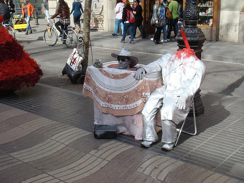 kastē iekšā ir īsts civēks Autors: Santaniņa Barselonas skasitums 28.03.2010