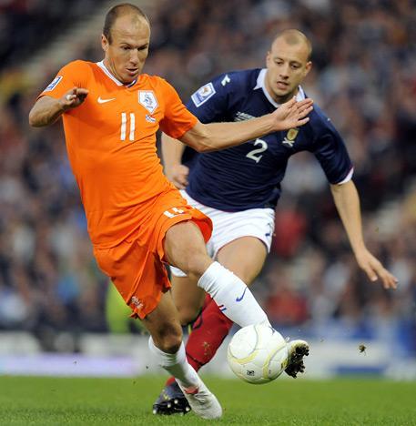 10 Arjen Robben  The... Autors: DjOutlaw 2010.gada PČ labākie spēlētāji.