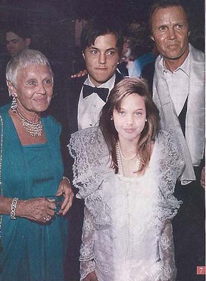 Andželīna 1986gadā 10 gadu... Autors: UglyPrince Andželīnas Džoli stila evolūcija!