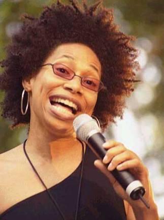 Nepārspējamā Reičala Ferela ar... Autors: desantnieks Cik oktāvu balss ir populārajiem dziedātājiem?