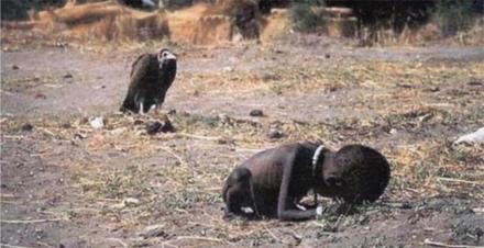 Šeit ir redzams kā maitas... Autors: Paparazijs Dažas skumjākās pasaules fotogrāfijas.