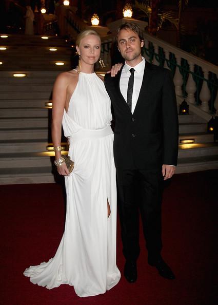 Charlize Theron un Stuart... Autors: princeSS /Kuras slavenības 2010 gadā izšķīrušās?/