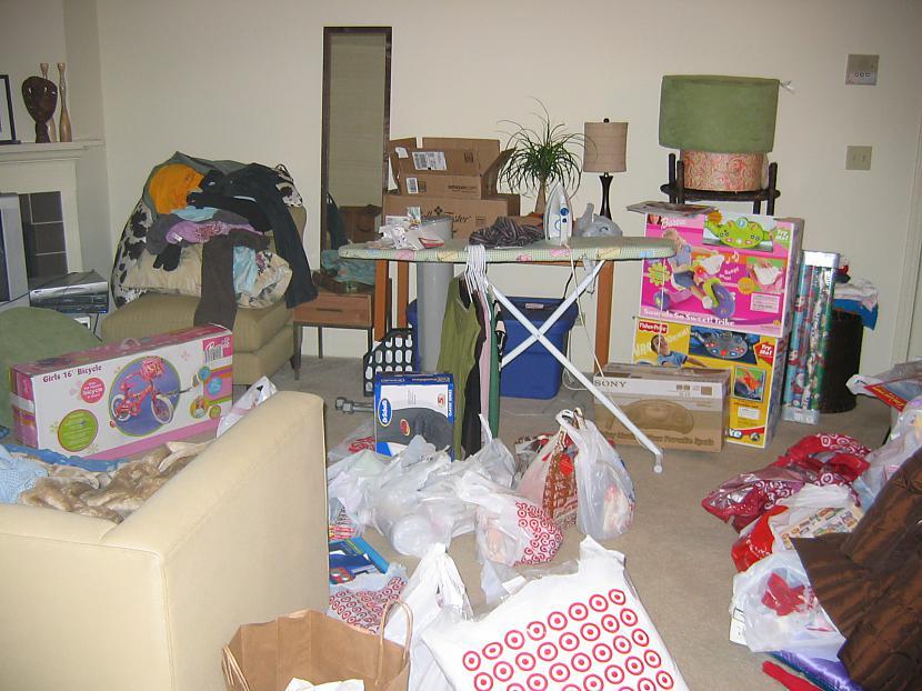 Mana istabas biedrene nespēja... Autors: staarlijs Man nepatīk mani istabas biedri.