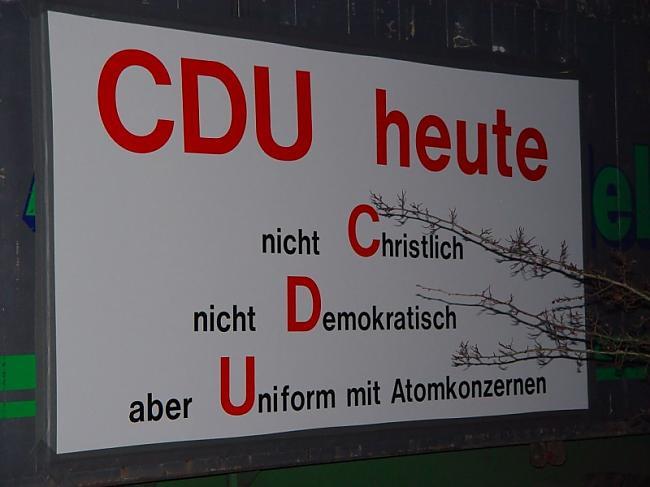 Uzraksts uz plakāta... Autors: Čeirāne Castor Transport jeb nukleārās kaislības