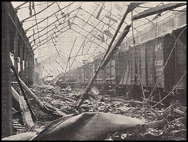 No zemes virsas tika... Autors: mazza22 pilsēta liesmās! (1944.gads)