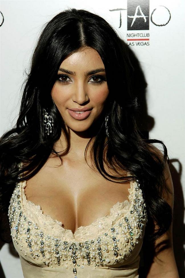 Viņas elks ir Dženifera Lopesa... Autors: Karamelle123 Kim Kardashian