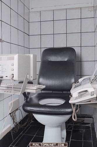 Skrēju uz rezerves tualeti jo... Autors: filips123 WTF dzīve. ~2 daļa~