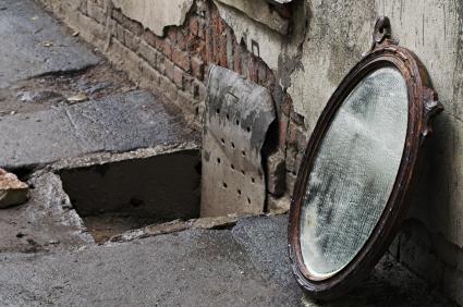 Stikla spoguli pie sienas sāka... Autors: Fosilija Spogulis.