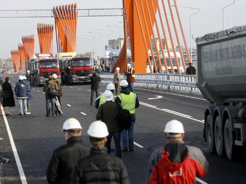9 Autors: nauruha Globa: nelaime ar Dienvidu tiltu notiks trīs četru mēneš