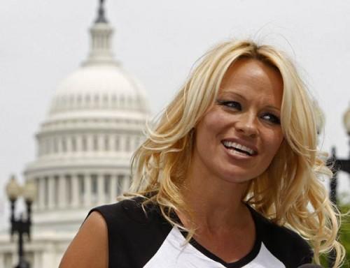 Viņa ir arī lieliska māte  ne... Autors: nauruha Pasaules slavenākās blondīnes