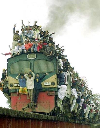 Autors: nauruha Indijā koka zars no vilciena jumta noslauka 150 cilvēkus