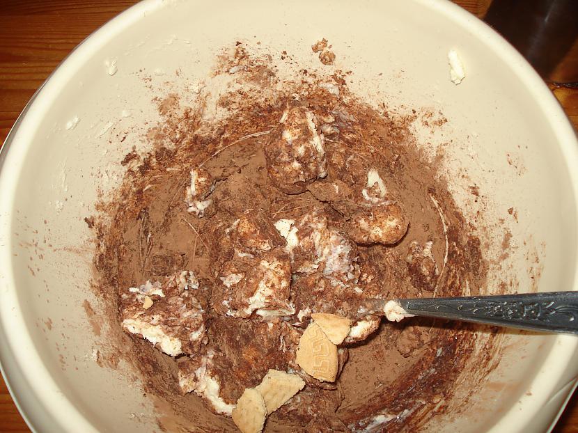 """Pēc tam pievieno cepumus kas... Autors: Fosilija Kā pagatavot ''saldo desu'' jeb """"b"""