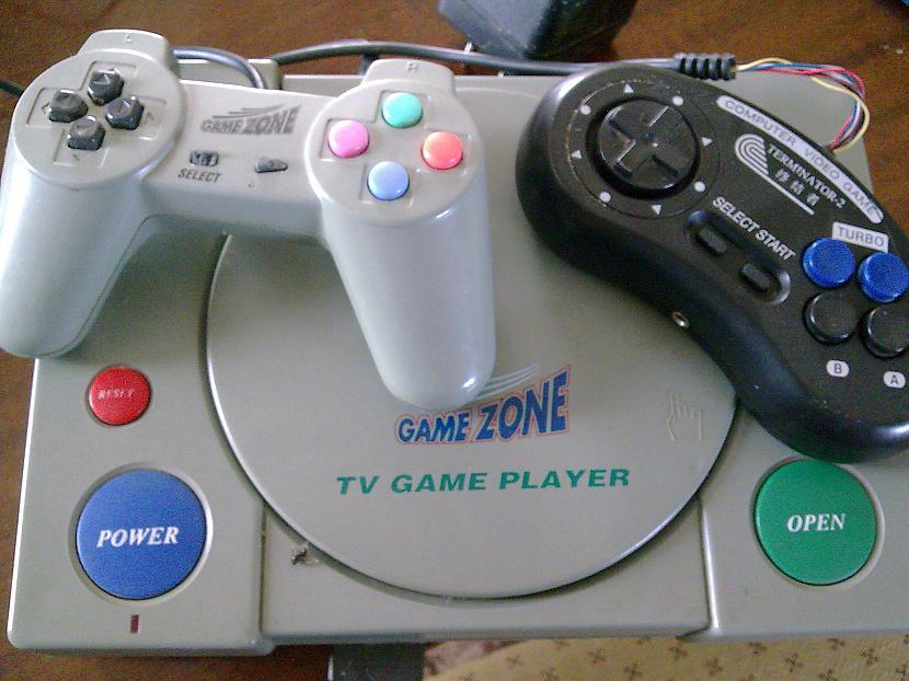 PS1 ar visā savā augumā un ar... Autors: YMothF Izklaides agrāk 2.- Spēļu konsole 1
