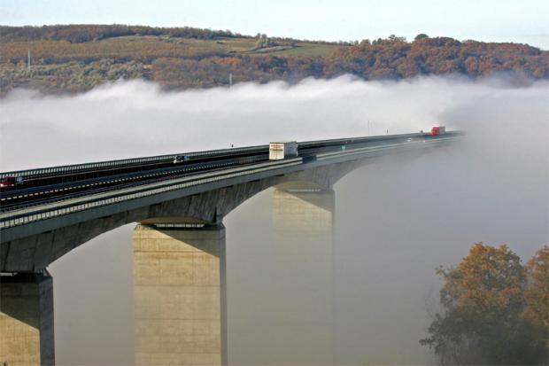 Miglā tīts tilts Ungārijā Autors: Jingla Un kur tu vēlies pabūt?