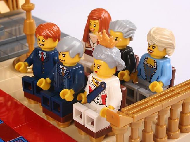 Autors: SLOtA Karaliskā lego ģimene