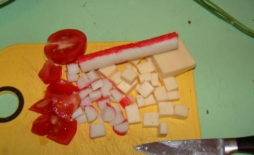 sagriez Autors: medusmaize Krabju salāti ar sieru, tomātiem un olu