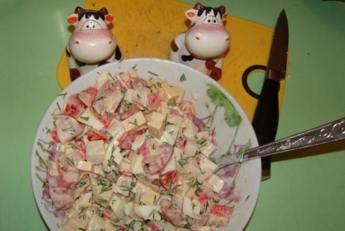 Pateicoties sieram šie salāti... Autors: medusmaize Krabju salāti ar sieru, tomātiem un olu