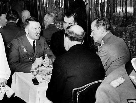 Hitleram piemita abrīnojamas... Autors: Vampire Lord Kāds bija Hitlers