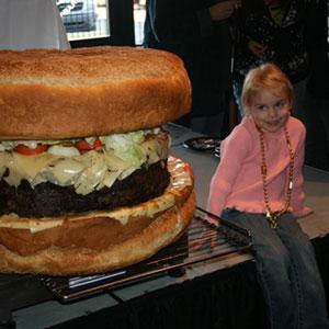 Pasaules lielākais hamburgers... Autors: lapsiņa112 Pasaules Milzeņi..