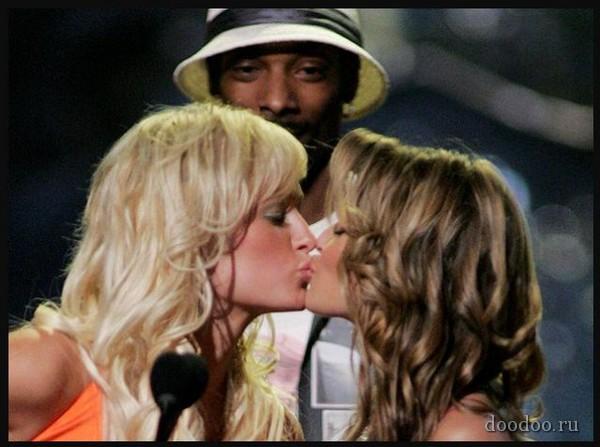 Carmen Electra  Paris Hilton Autors: Boni ~Slavenību skūpsti~