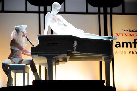 Šī nav bilde no... Autors: Rasiņa Lady Gaga apakšveļā klīst pa ielām