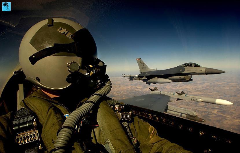 pilots Autors: Fosilija F-16 iznicinātājs