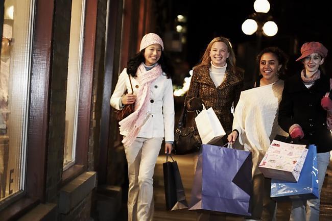 Sievietes dievina staigāšanu... Autors: Girl112 Daži Fakti Par Sievietēm!2