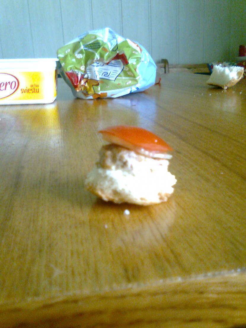 Paņemam arī tomātu Autors: MrSalaMi Mans mini burgers :)
