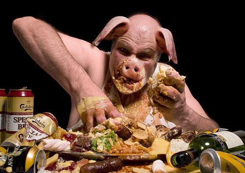 Viņšneēd kā cūka bet cieš no... Autors: theGameHasJustBegun Būt pieklājīgam?