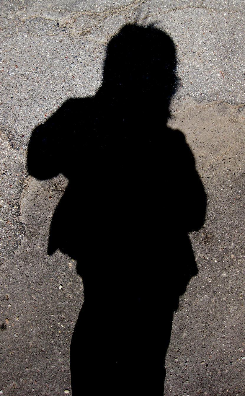 Es iegūlos asfaltā  bēēē D Autors: kikoO Vakar