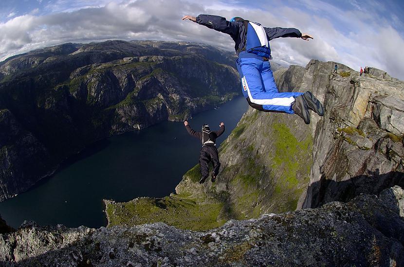 Base jumping jeb brīvā lekšana... Autors: Čiekuriņš Ekstrēmie sporta vedi.