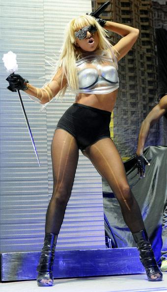 Lady Gaga 155cm Autors: rainbows1 Cik garas ir slavenības?