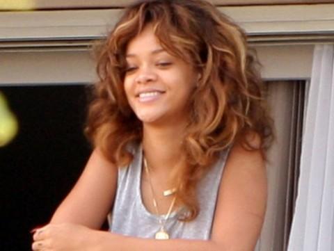 Fanu saucienu pamodināta... Autors: ltTBNgt Rihanna rīta agrumā un bez kosmētikas..