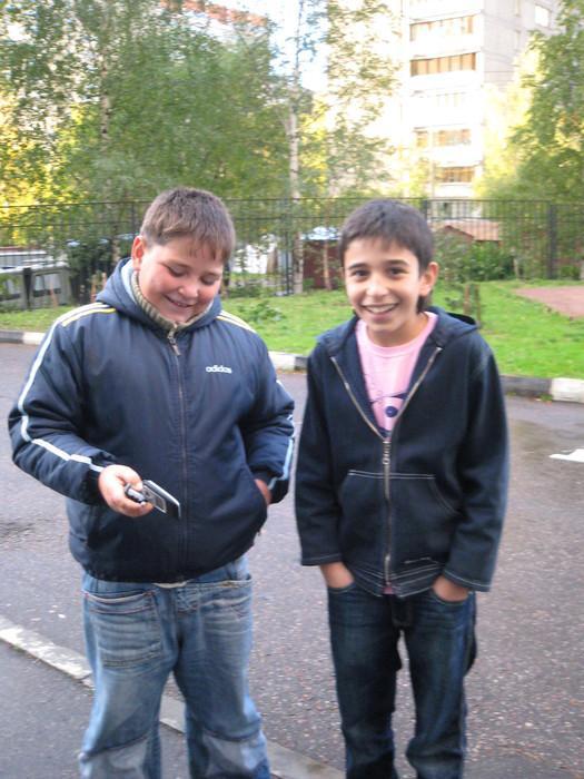Pa ielu ejot satiekam divus... Autors: Footballtime Kā mēs dzīvojam Daugavpilīi