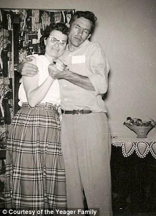 Gordons un Norma bērēs tika... Autors: ainiss13 Lūk, tā ir Mīlestība