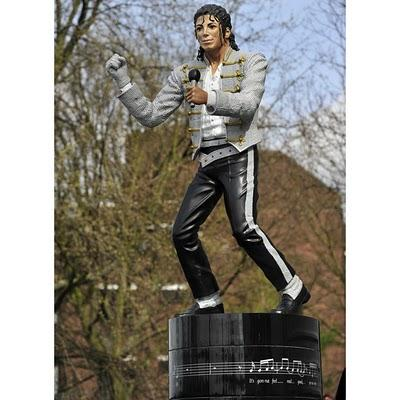 Autors: Datelee1212 Uzceltas Maikla Džeksona skulptūras!