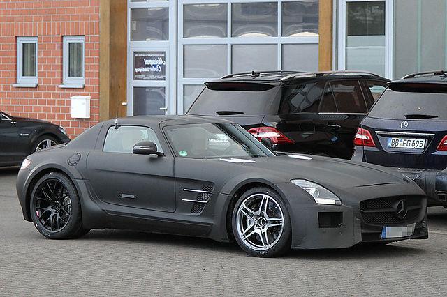 Pagaidām Melnā sērija tinas... Autors: TheSaint Mercedes-Benz SLS AMG Black Series uzsāk testus.