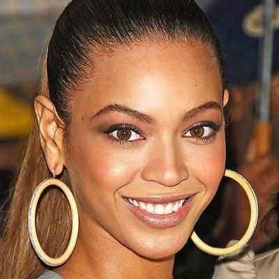 Autors: TheAldis123 Beyonce atlauj dziedat fanei