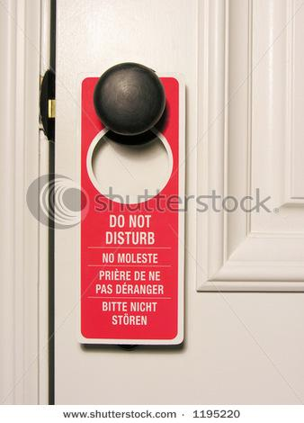 Visu laiku pie durvīm... Autors: FIBRILĀCIJA Ko darīt viesnīcā,un restorānā, kad ir garlaicīgi?